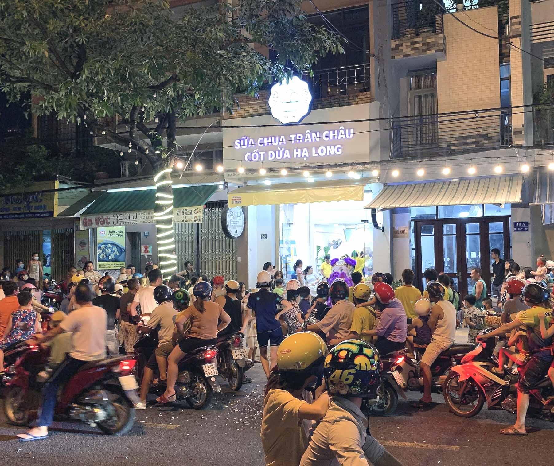 Mô hình sữa chua trân châu cốt dừa Hạ Long luôn đông nghẹt khách